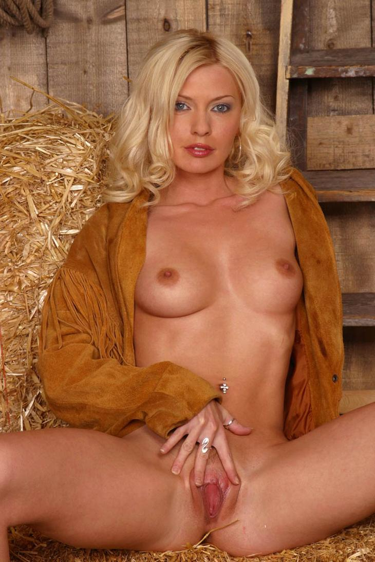 Hermosas female country music stars that have posed nude filthy old